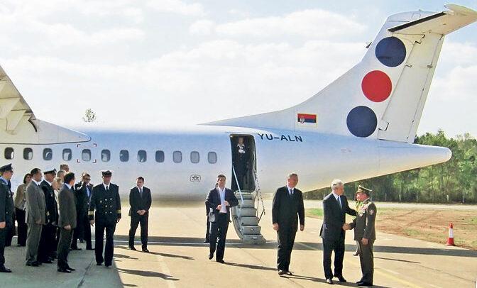 Prvim putničkim avionom u Lađevce su 2011. sleteli tadašnji predsednik Boris Tadić i ministri u Vladi Srbije (Foto M. Dugalić)