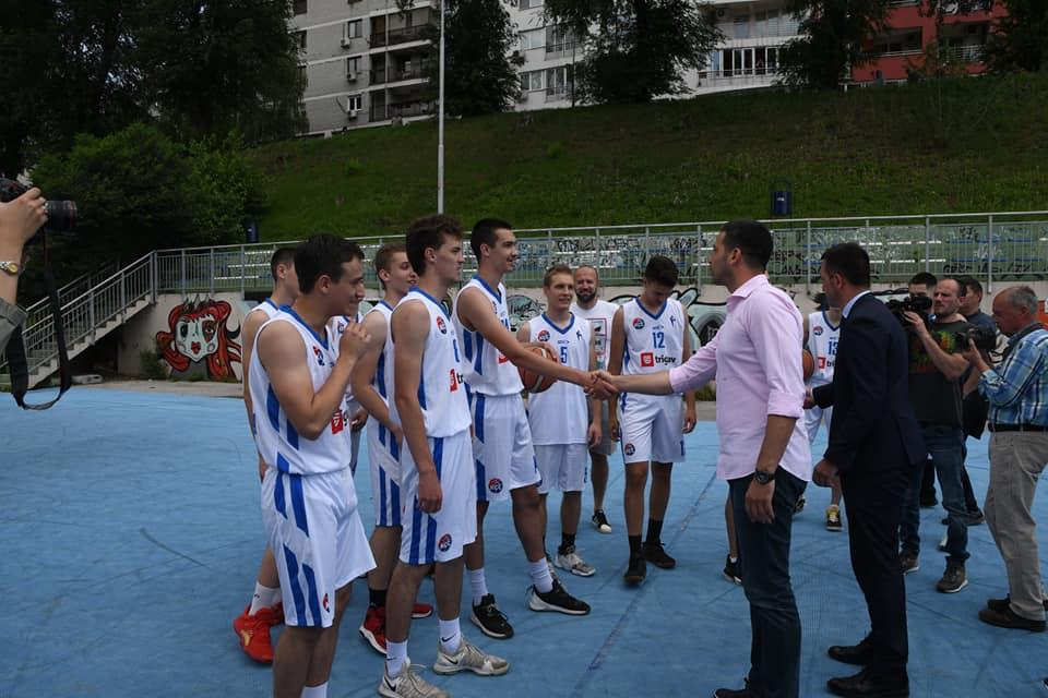 Vanja Udovičić sa košarkašima KK Sloga
